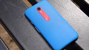 Moto G3 2015 Backside on the Steel Chair