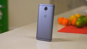 OnePlus 3T Backside in the Standing Position on the Table