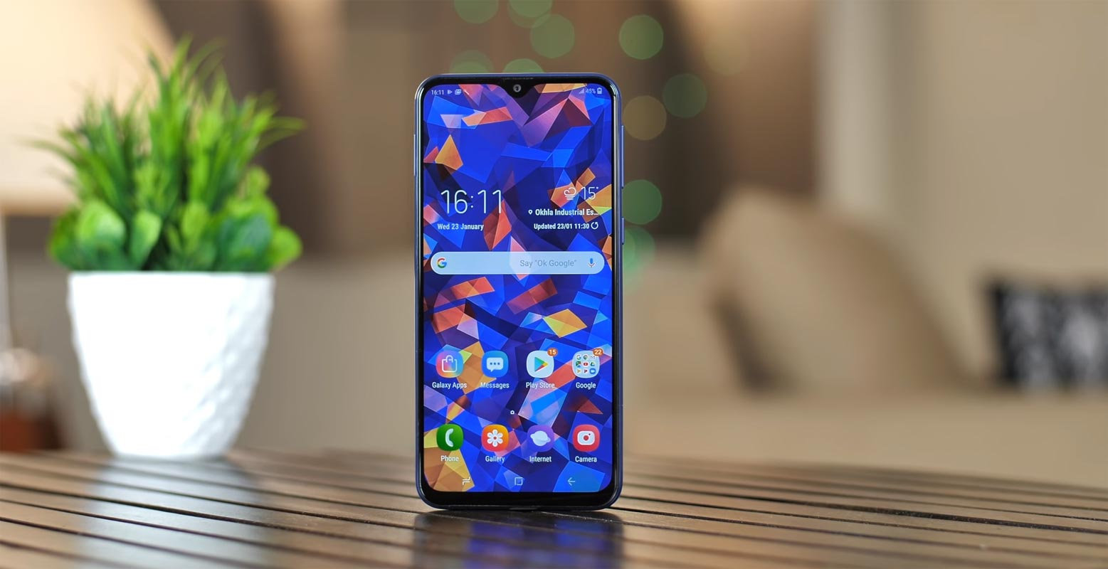 Samsung Galaxy M20 on the Wooden Table