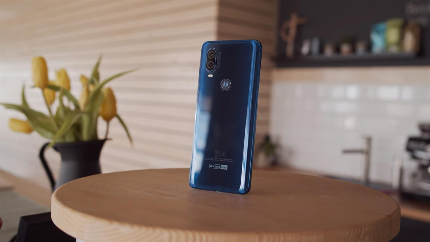 Motorola One Vision on the Wooden Table
