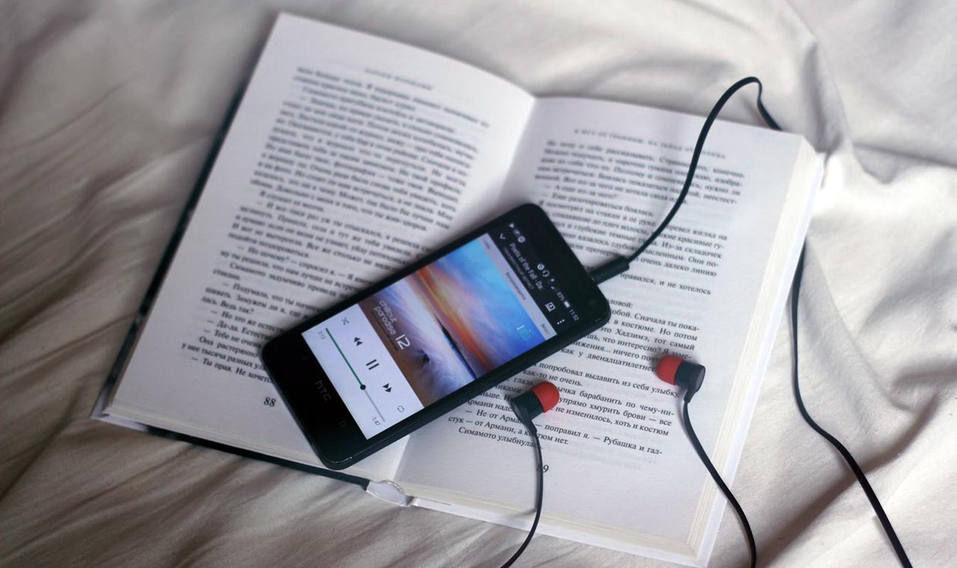 Music Playing in phone With Headphone