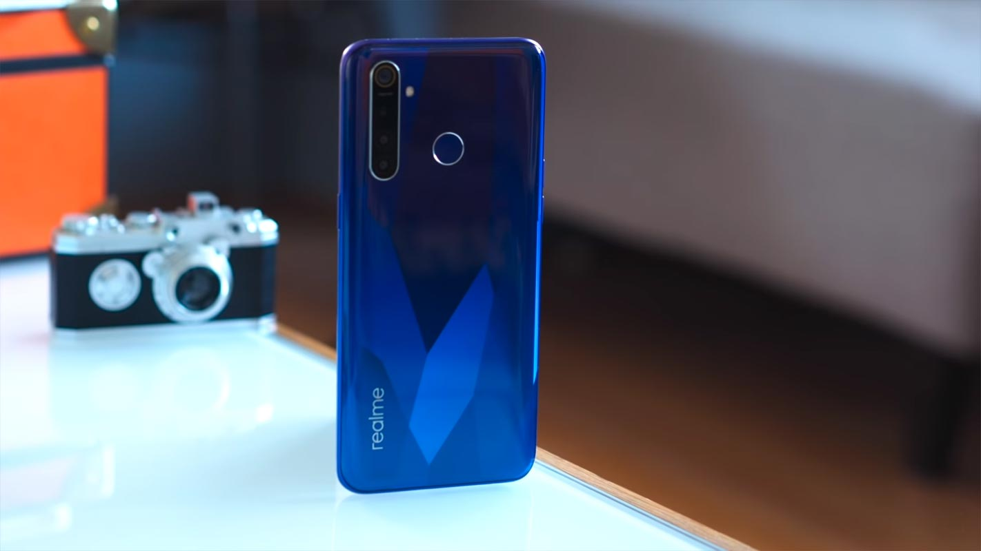 Realme 5 Pro Back Side Stand position on the Table