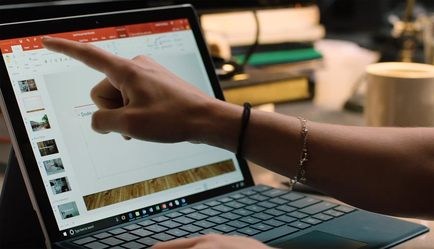 Pointing Microsoft Power Point in Surface Book
