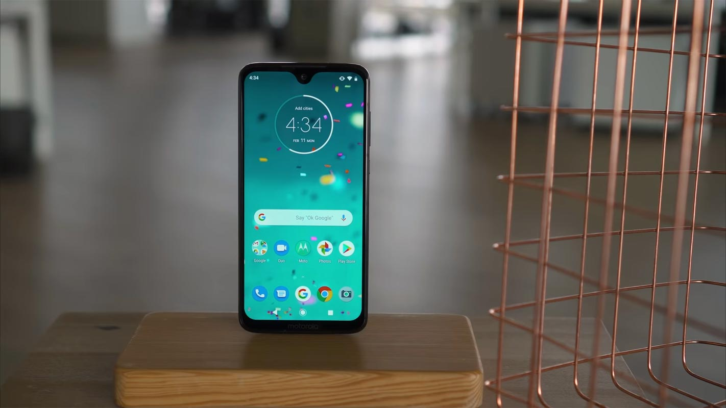 Moto G7 Plus on the Table near Fence