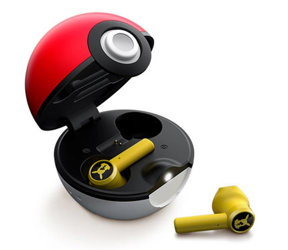 Pikachu pokéball Wireless Case Opened