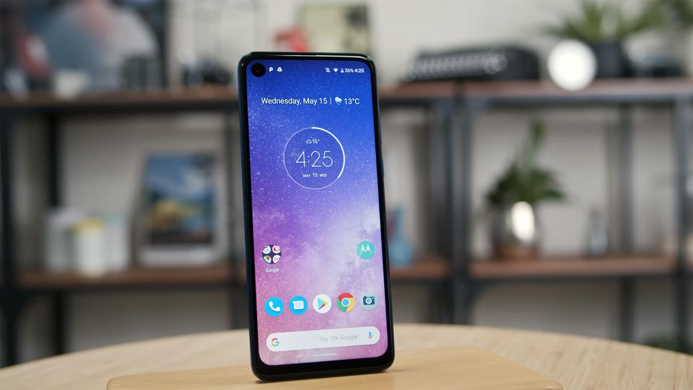 Motorola One Vision Front Display Facing Position on the Table