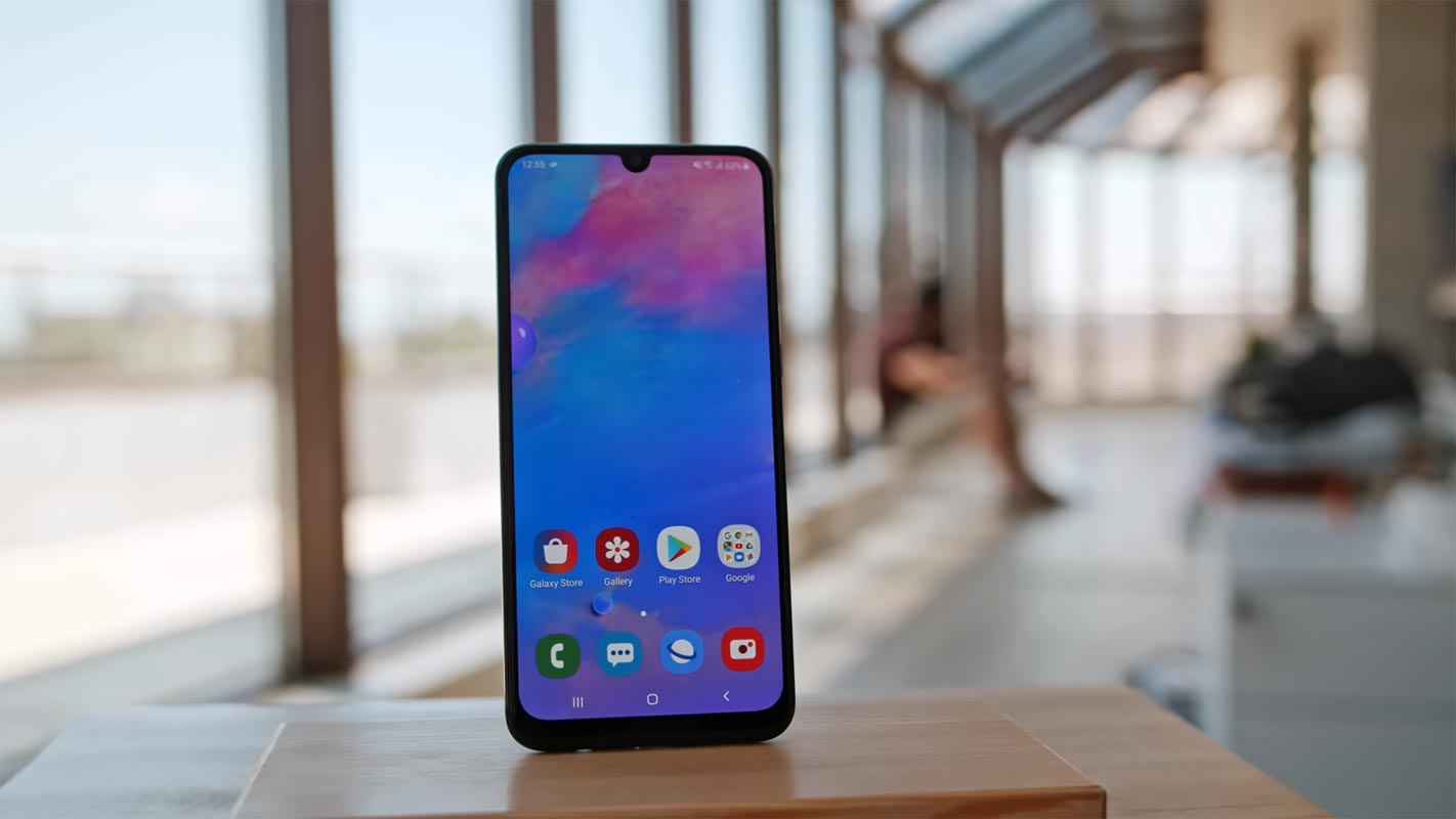 Samsung Galaxy M30 Unlocked Home screen show on the table
