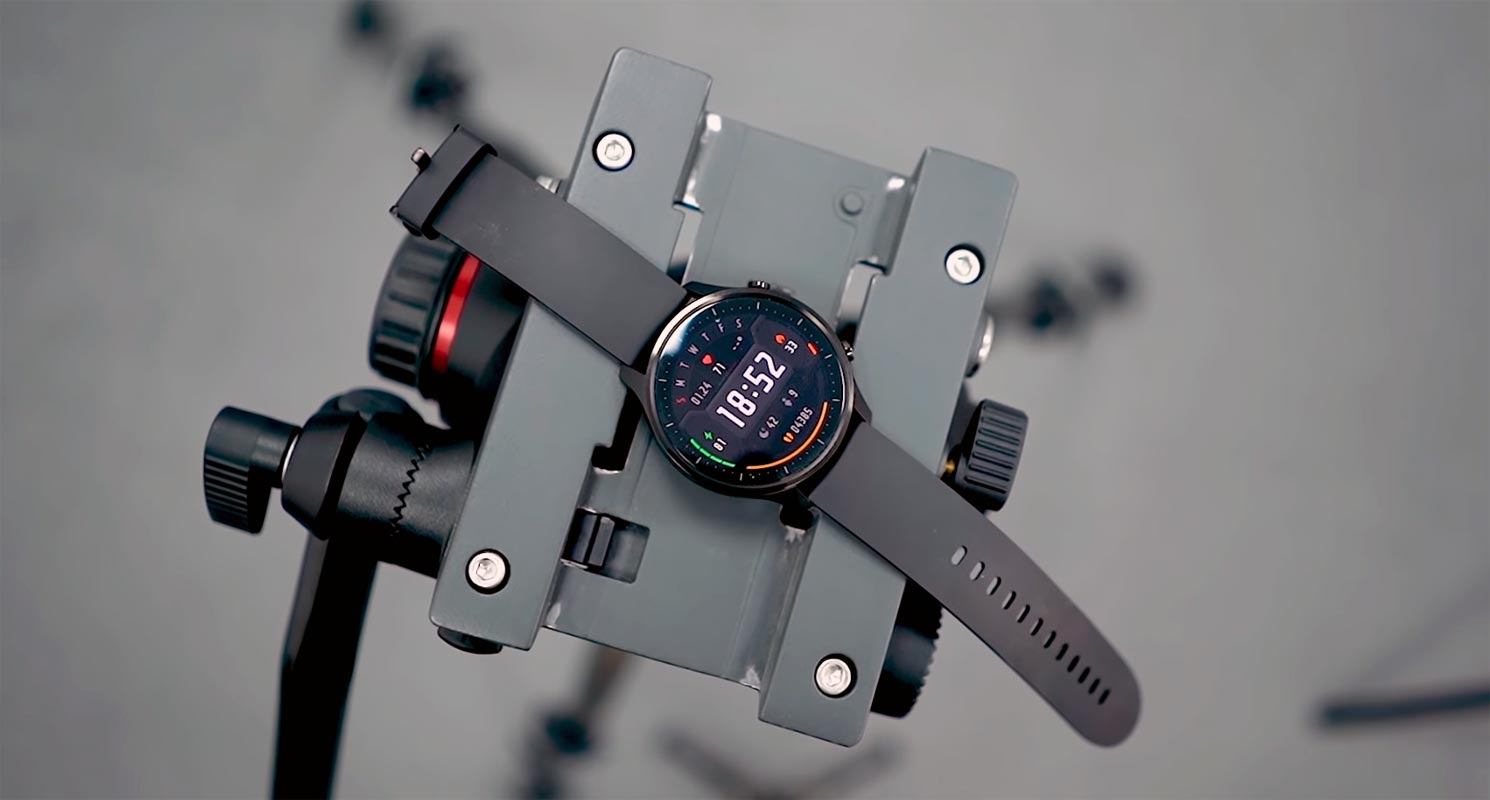 Xiaomi Mi Watch Color Revolve on the Camera Tripod