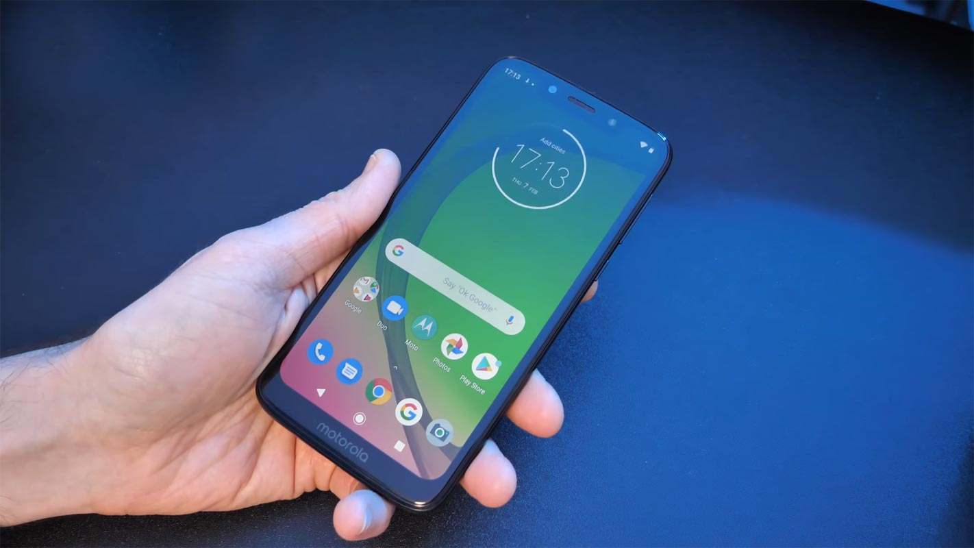 Moto G7 Play in Hands