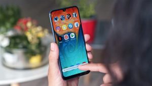 Samsung Galaxy A30 Volume Adjustment in the hand