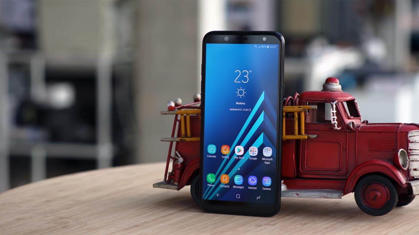 Samsung Galaxy A6 2018 with Rescue Toy