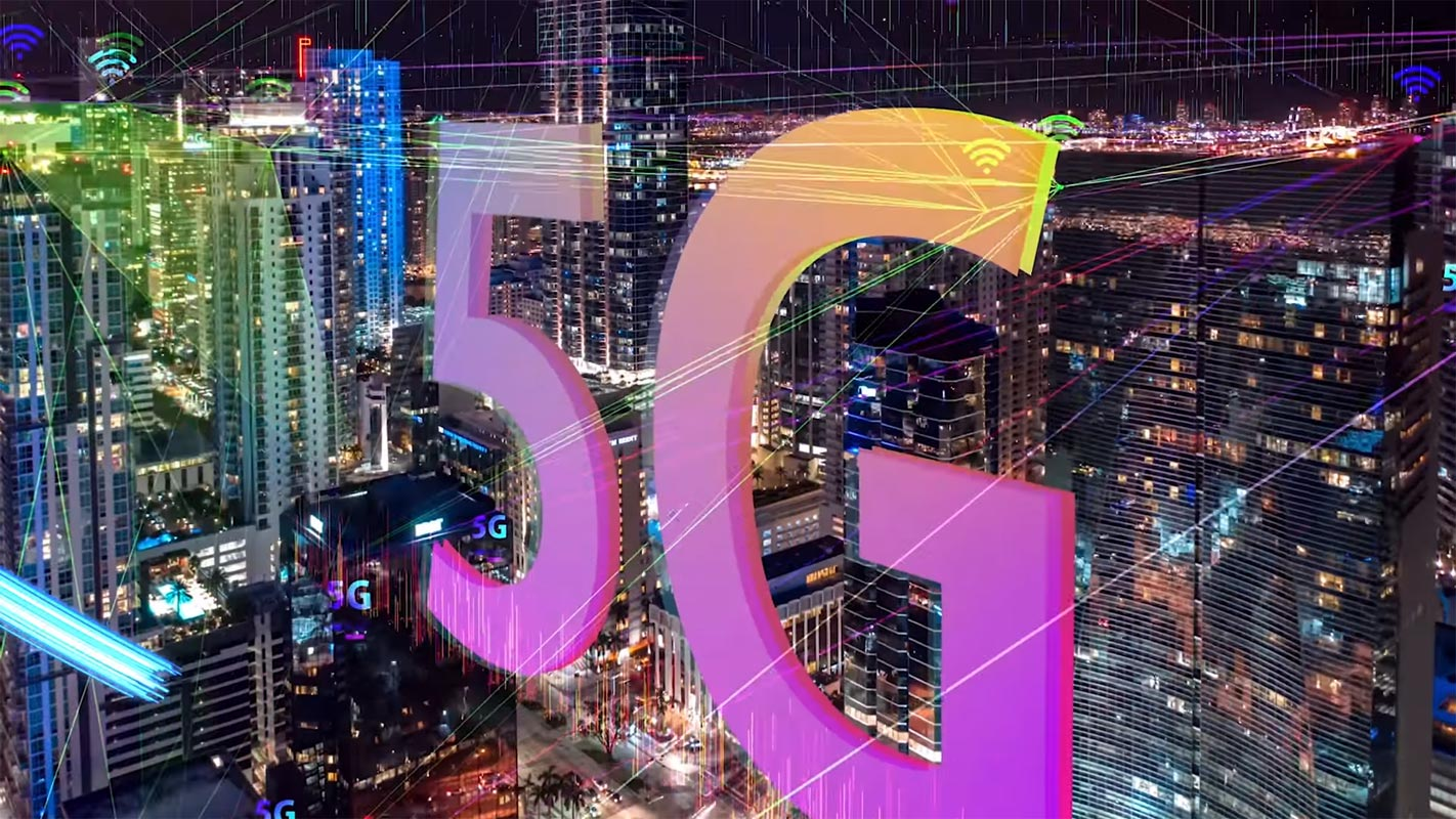 5G Logo in the Middle of Town Animation