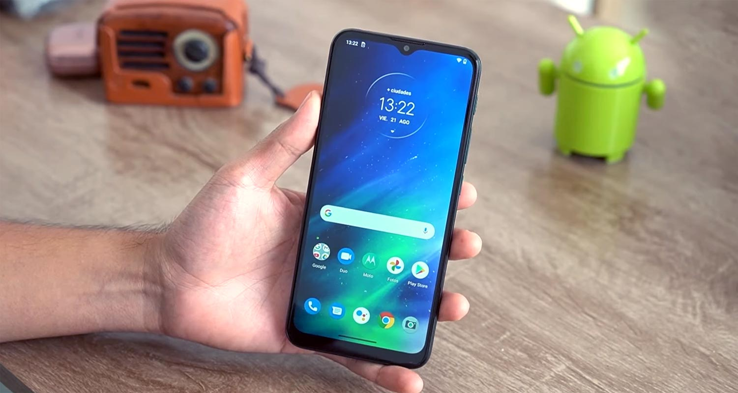 Motorola One Fusion Android 10 Home Screen in the hand