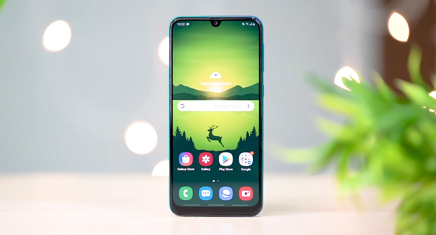Samsung Galaxy M30s Mobile Screen facing front on the Table