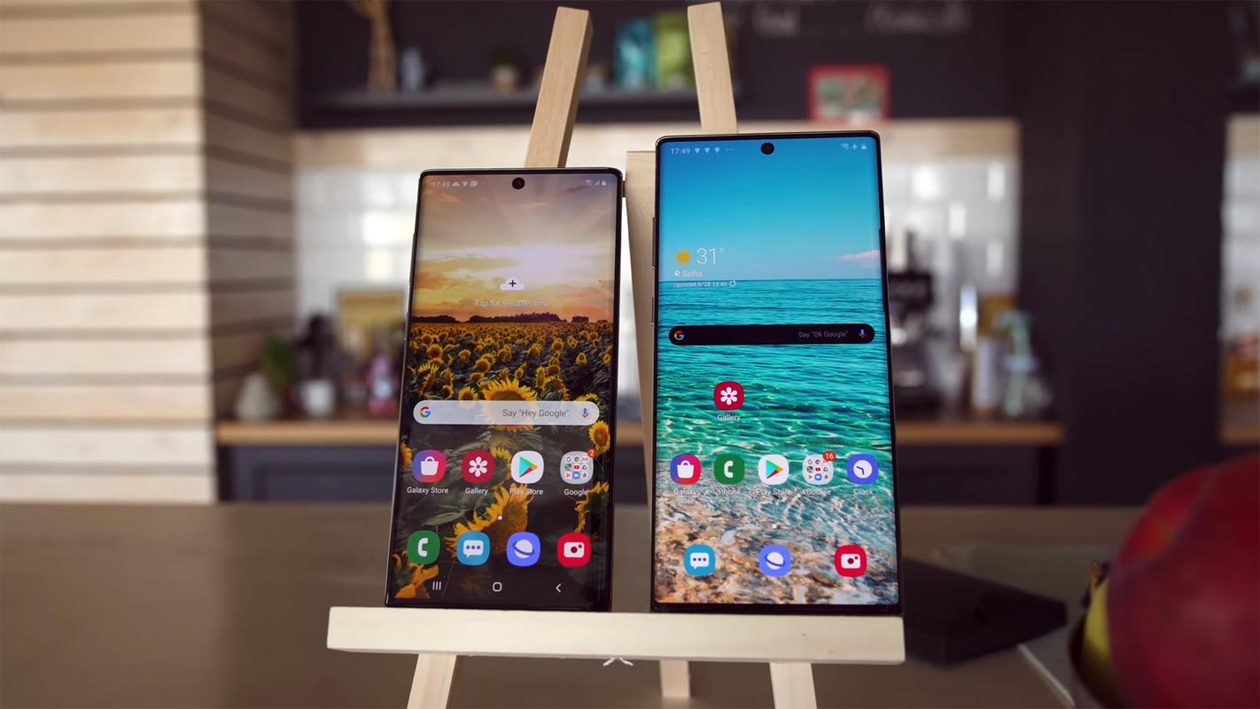 Samsung Galaxy Note 10 and Note 10 Plus on the table