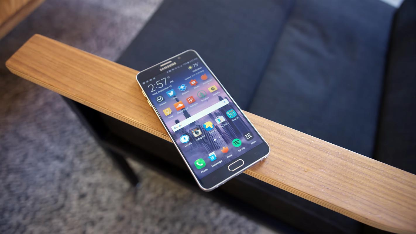 Samsung Galaxy Note 5 Front Side on the Table