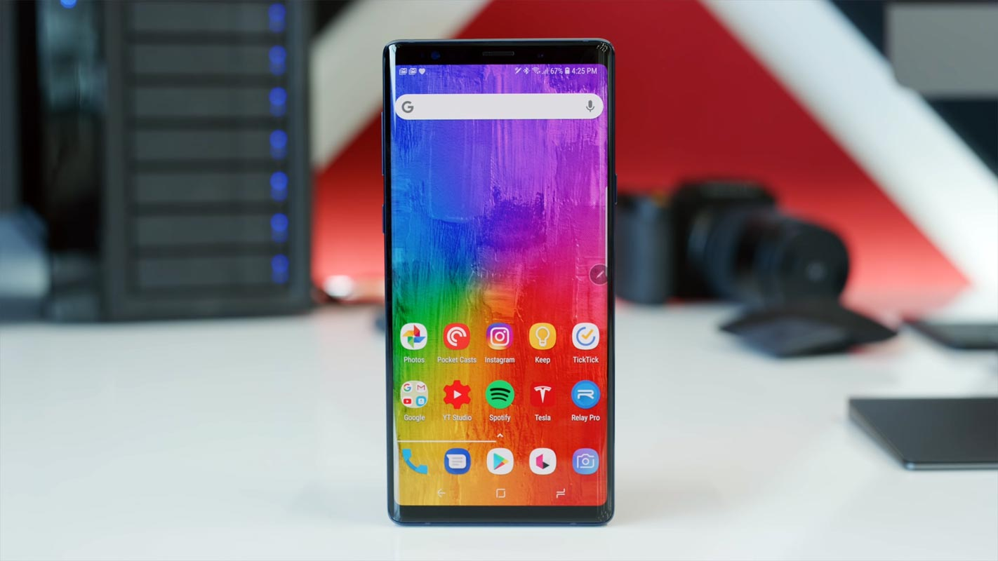 Samsung Galaxy Note 9 Unlocked Screen on the Table