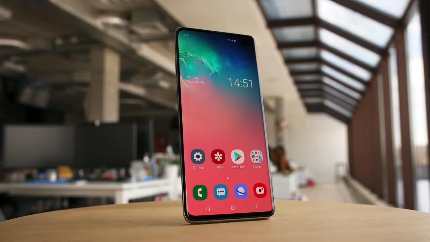 Samsung Galaxy S10 Plus Front Side on the table Boottom Top angle