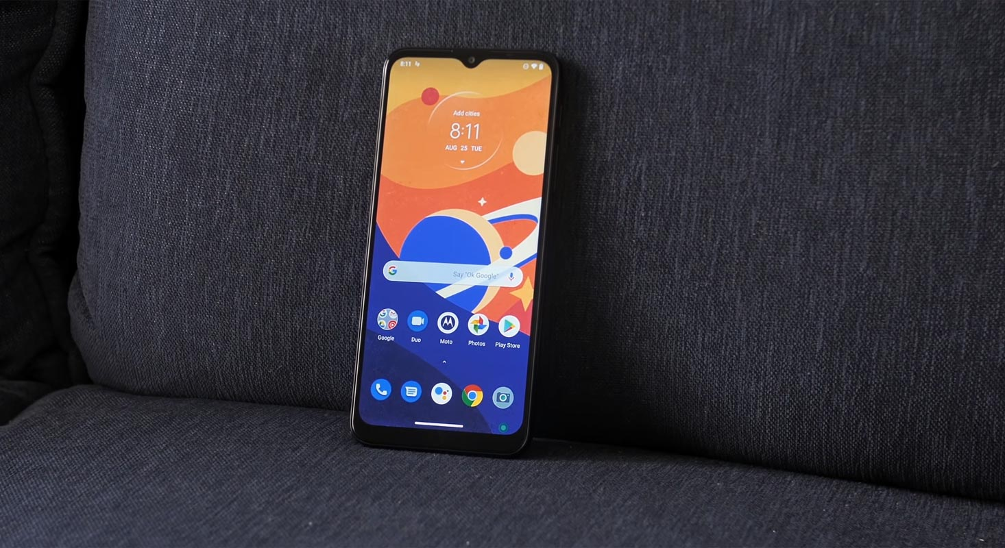 Moto G9 Play Home screen on the couch