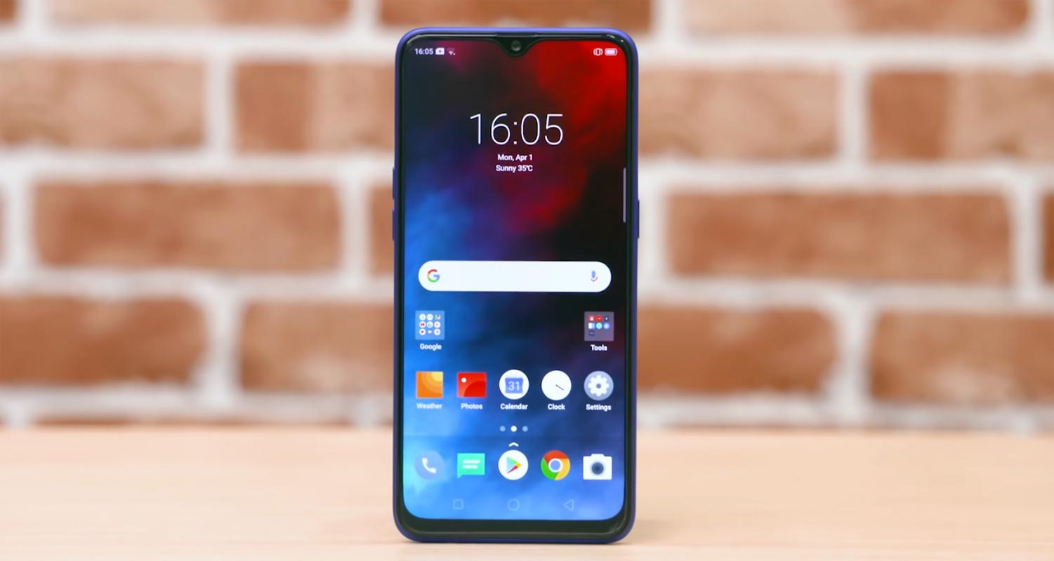 Realme 3 Pro Unlocked screen display on the table
