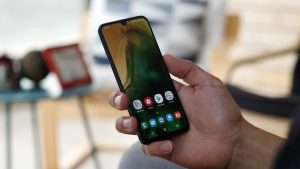 Samsung Galaxy A40 Home screen in the hand