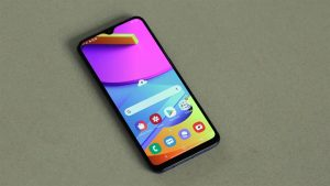 Samsung Galaxy M10s Home Screen on the table