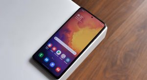 Samsung Galaxy M31s Home screen on the table