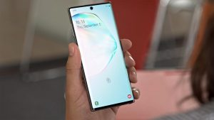 Samsung Galaxy Note 10 Locked screen in the hand