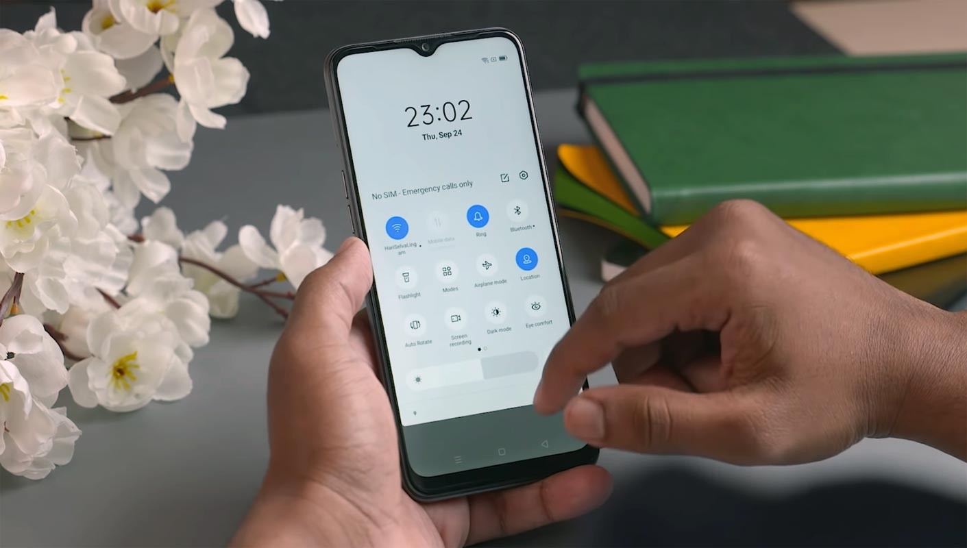 Realme Narzo 20A Notification Bar Screen in the hand