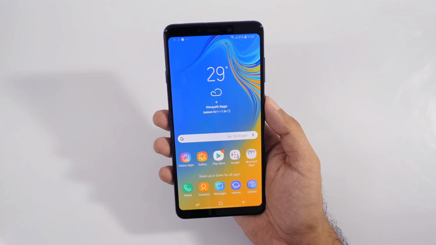 Samsung Galaxy A9 2018 Home Screen in the hand