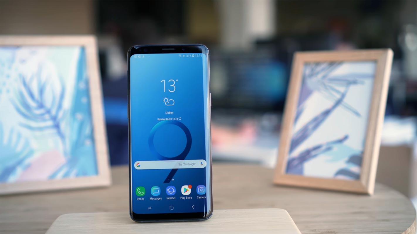 Samsung Galaxy S9 Unlocked Home Screen on the table