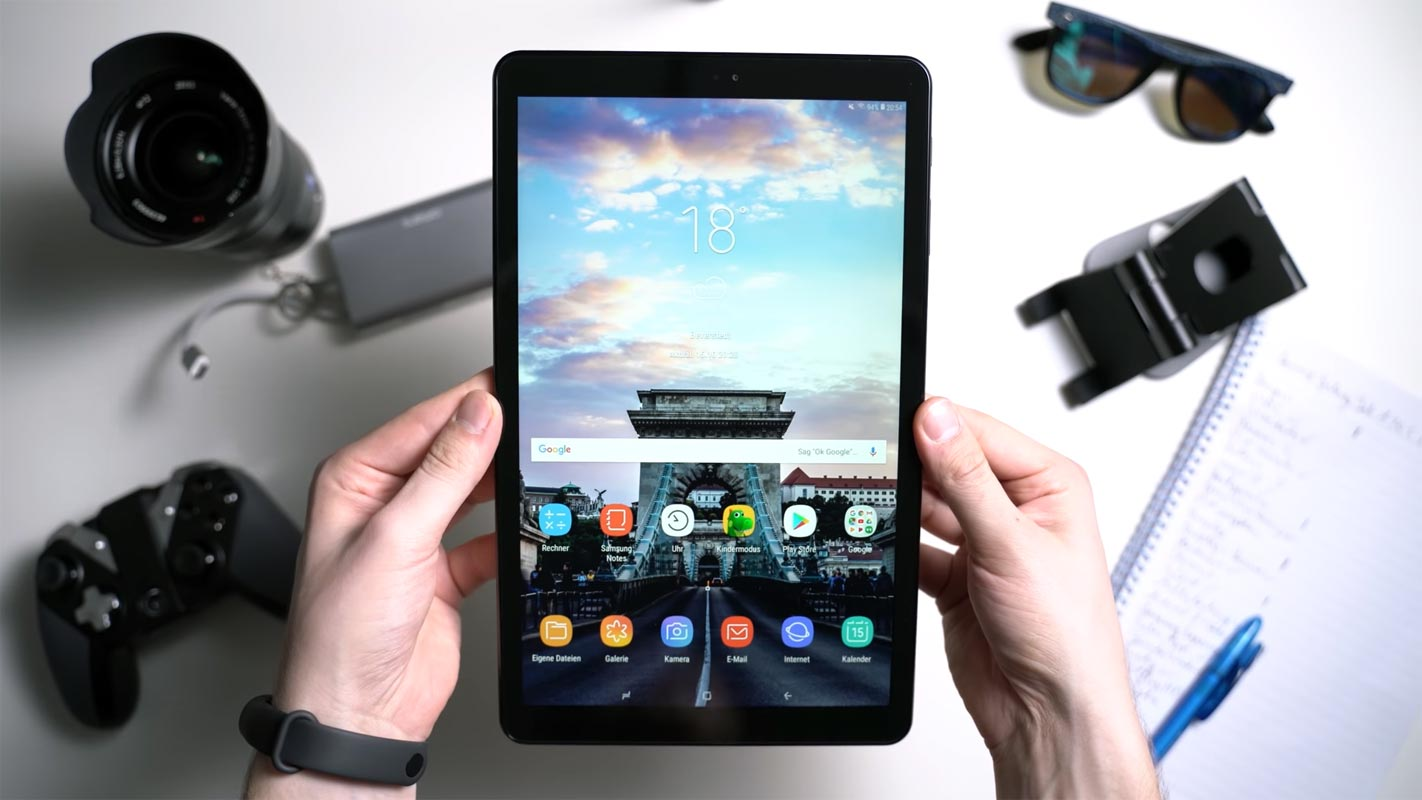 Samsung Galaxy Tab A 10.5 2018 Unlocked Home Screen in hand