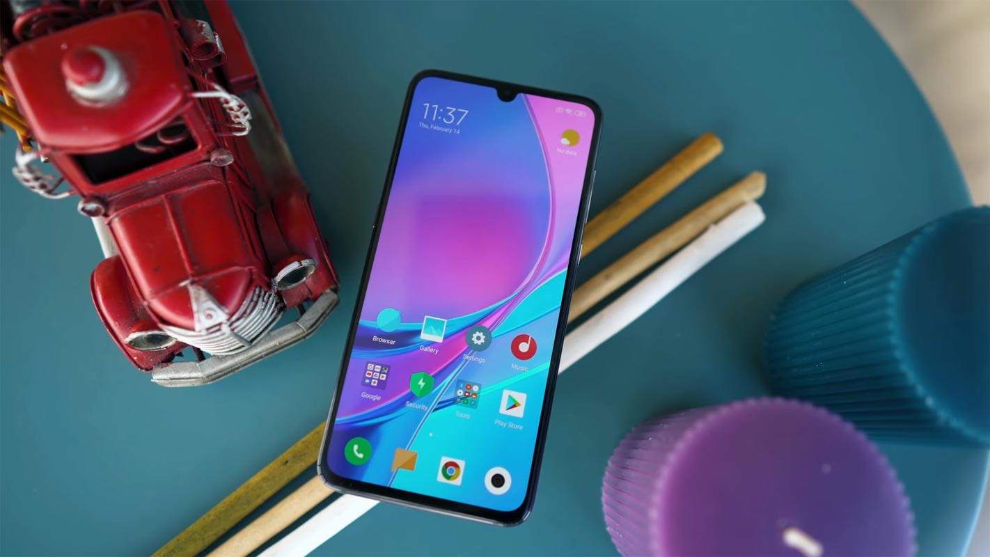 Xiaomi Mi 9 Unlocked Home screen on the table