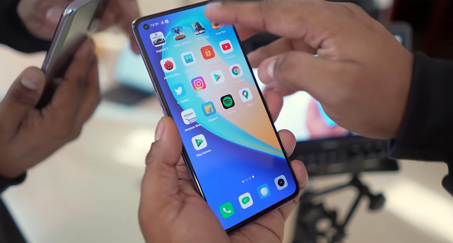 Realme X7 Pro 5G Home Screen in Hand