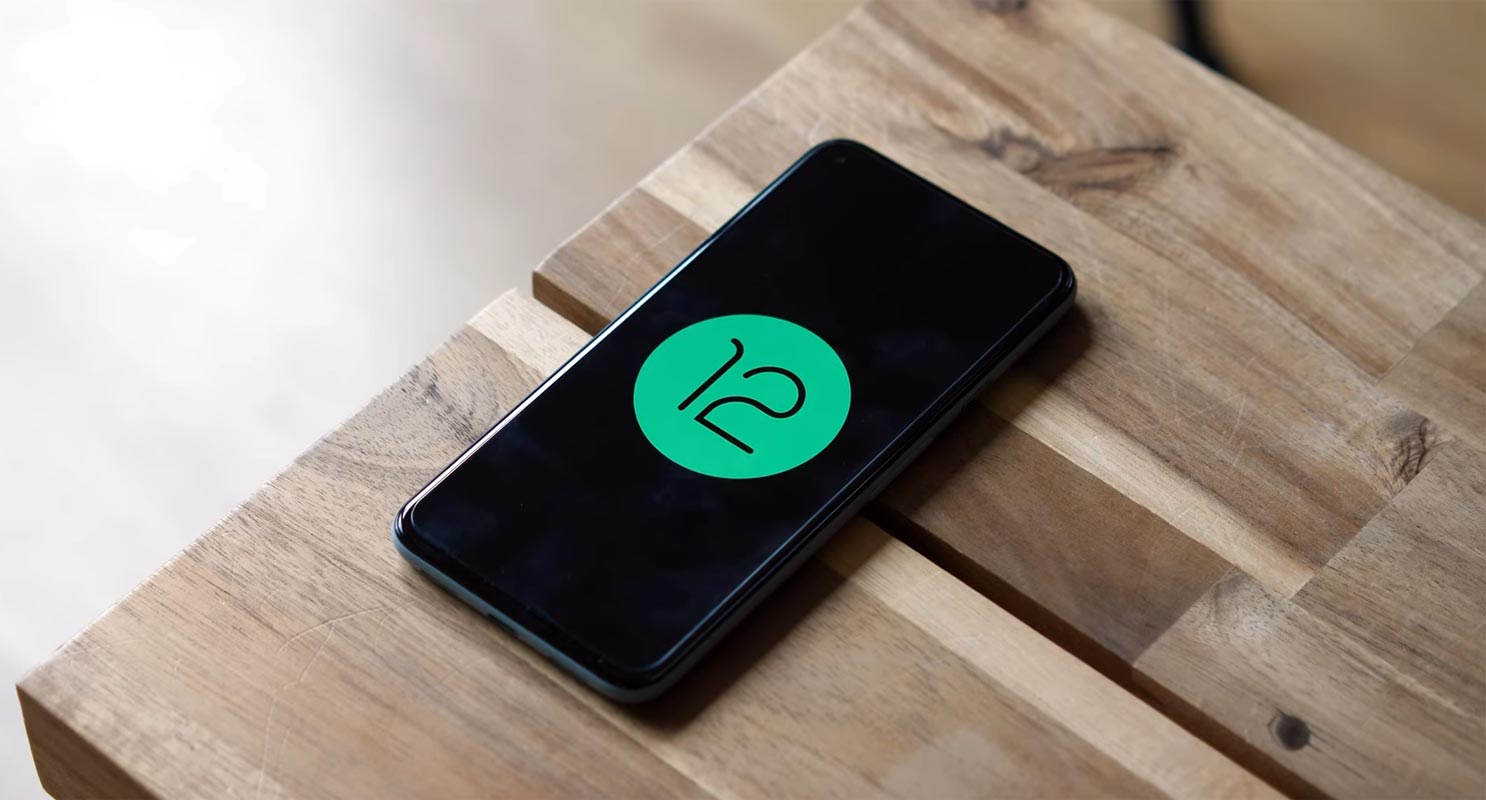 Android 12 Logo in Androroid Smartphone