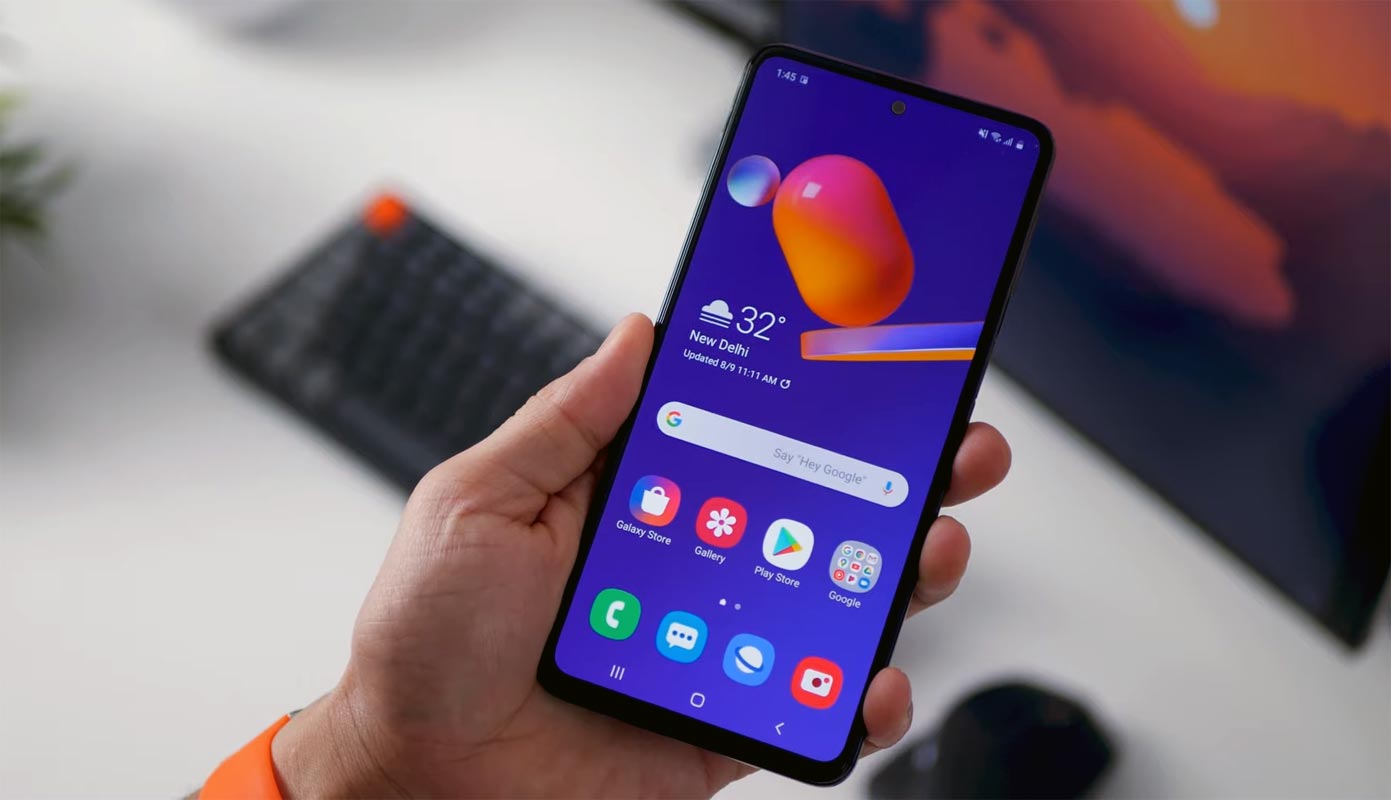 Samsung Galaxy M31s Unlocked Home Screen in hand
