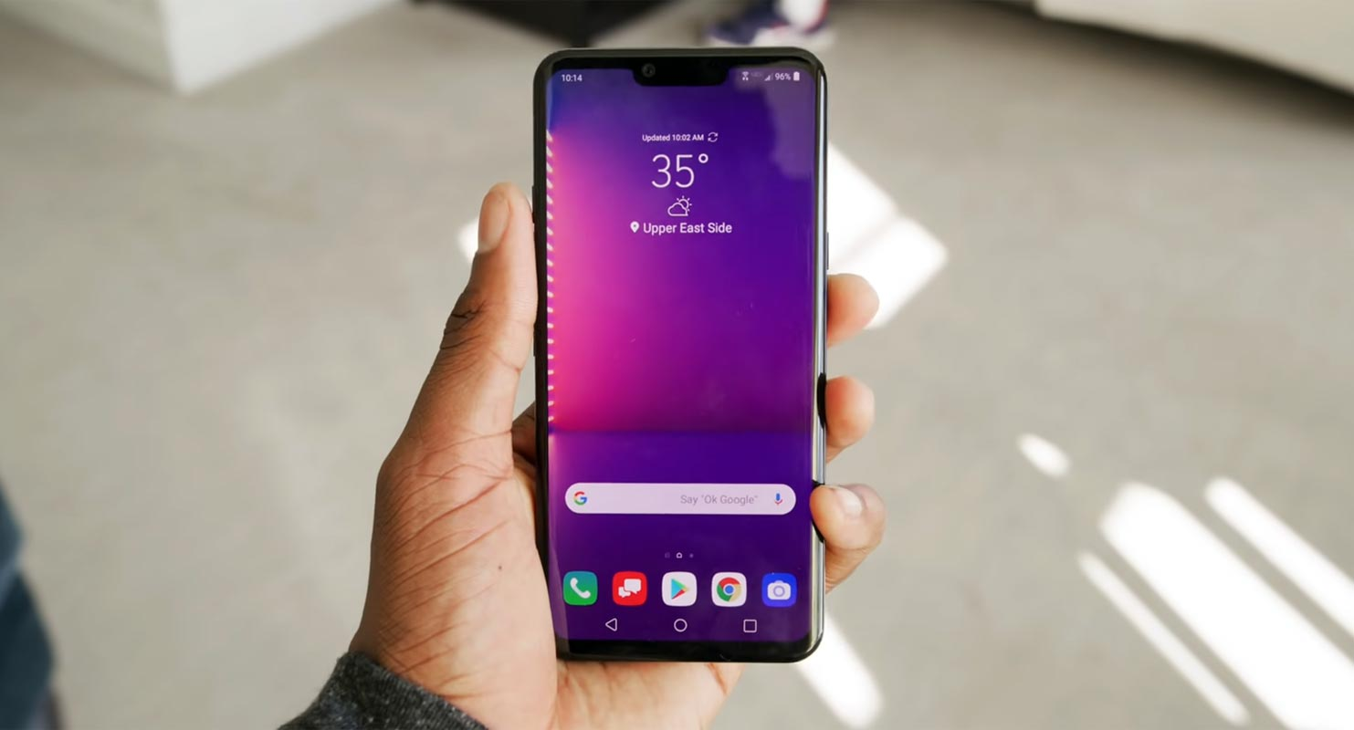 LG G8 home Screen in hand