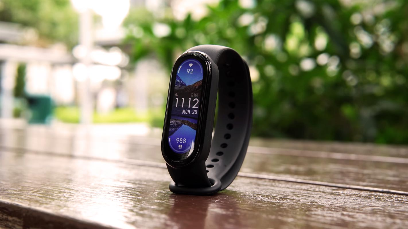 Xiaomi Smart Band 6 Screen on the Table