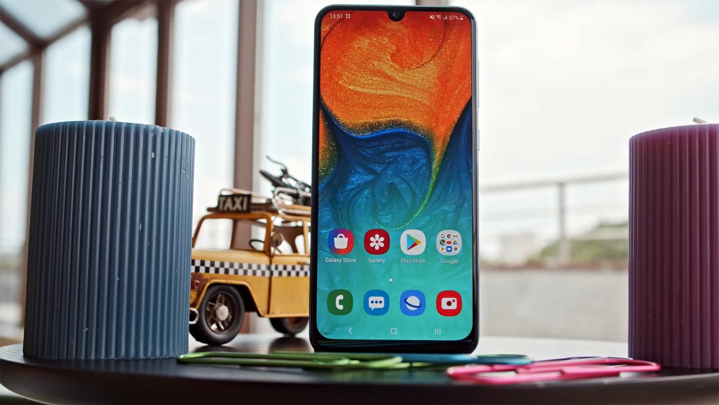 Samsung Galaxy A30 Home Screen with Candles