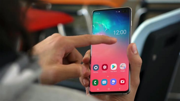 Samsung Galaxy S10 Plus Android 11 One UI 3.0 Home Screen